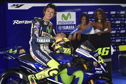 Valentino Rossi, Yamaha Factory Racing with lovely Yamaha girls