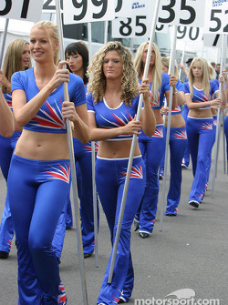 The grid girls arrive