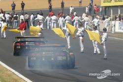 #63 Corvette Racing Corvette C5-R: Ron Fellows, Johnny O'Connell, Max Papis smokes the tires