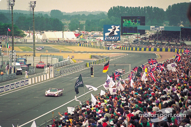 #3 Silk Cut Jaguar Jaguar XJR-12: John Nielsen, Price Cobb, Eliseo Salazar, Martin Brundle takes the checkered flag