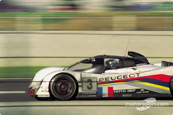 At speed on Saturday evening #3 Peugeot Talbot Sport Peugeot 905C: Éric Hélary, Christophe Bouchut, Geoff Brabham