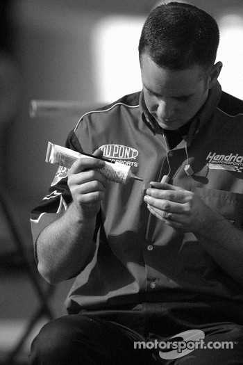 DuPont Chevy crew member prepares wheels
