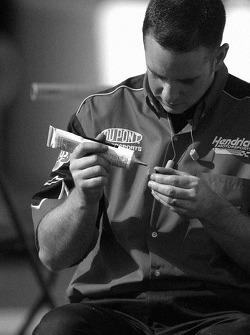 DuPont Chevy crew member prepares wheels
