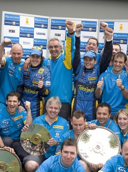 Race winner Giancarlo Fisichella celebrates with Fernando Alonso, Flavio Briatore and Renault team members