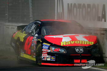 Jamie McMurray crashes