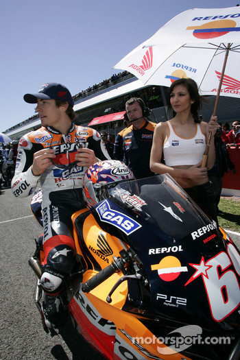 Nicky Hayden on the starting grid