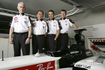 Geoffrey Willis, BAR Honda Technical Director, Yasuhiro Wada, President of Honda Racing Development, Gil de Ferran, BAR Honda Sporting Director, and Nick Fry, BAR Honda Chiel Executive Officer