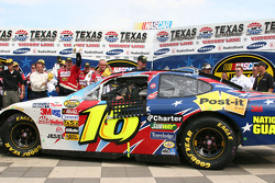 Race winner Greg Biffle pulls into victory lane