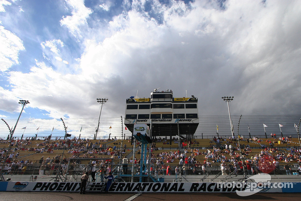 Fans take their seat at Phoenix International Raceway