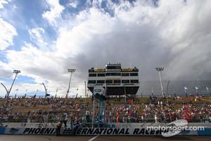 Fans take their seat at Phoenix International Raceway