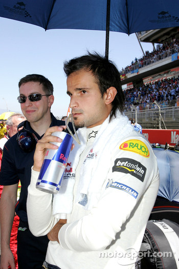 Vitantonio Liuzzi on the starting grid