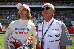 Jarno Trulli and Dr Akihiko Saito on the starting grid