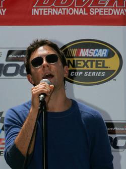Jason Mraz sings National Anthem