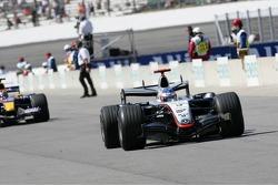 Kimi Raikkonen drives through pitlane instead of the last turn