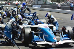 Paul Tracy's crew services the Indeck Lola