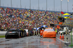 Rain delays the start of the Pepsi 400