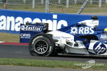 Tire failure for Nick Heidfeld