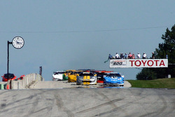 Start: Greg Pickett and Randy Ruhlman battle for the lead