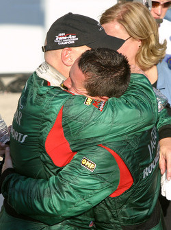 Race winner and 2005 champion Klaus Graf celebrates with Paul Gentilozzi