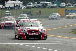 Rick Kelly ahead of Mark Noske