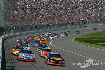 Start: Martin Truex Jr. leads the field