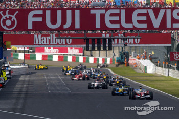 Ralf Schumacher leads the field under yellow