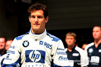 Williams-BMW photoshoot: Mark Webber, Antonio Pizzonia and Nico Rosberg pose with Williams team members