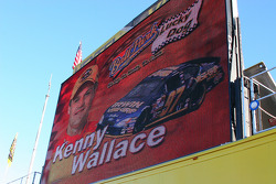 Kenny Wallace, lucky dog