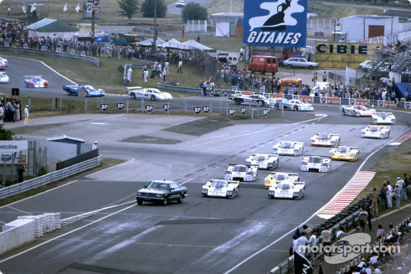 Pace car pulls onto pitlane