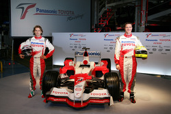 Jarno Trulli and Ralf Schumacher with the TF106