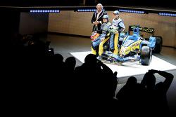 Flavio Briatore, Fernando Alonso and Giancarlo Fisichella with the new Renault R26