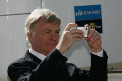 Max Mosley takes a picture