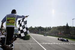Ernesto Viso takes the checkered flag to win