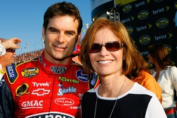 Jeff Gordon poses for a photo with his mom, Carol Bickford