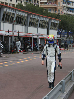 Mark Webber walks back to his pits