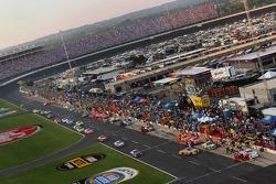 Crowded pit lane