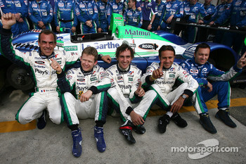 Éric Hélary, Emmanuel Collard, Franck Montagny, Erik Comas, Christophe Bouchut and Pescarolo Sport team members celebrate fastest lap of the day