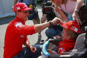 Michael Schumacher meets a fan