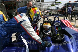 Drivers change practice for Allen Timpany and Yojiro Terada