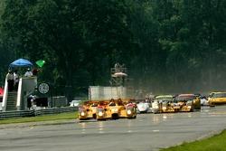 Green flag: #7 Penske Motorsports Porsche RS Spyder: Timo Bernhard, Romain Dumas takes the lead