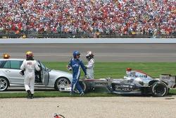 Crash at first corner: Juan Pablo Montoya and Kimi Raikkonen
