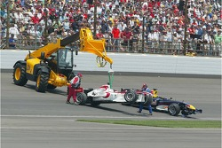 Cars of Franck Montagny and Christian Klien after the crash at turn 1