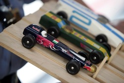 Red Bull chilled Thursday: the Pinewood-Derby