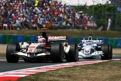 Rubens Barrichello leads Jacques Villeneuve
