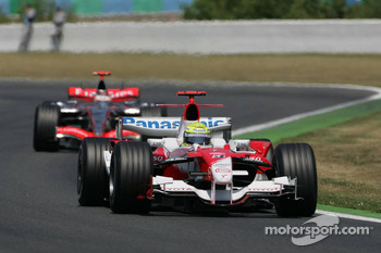 Ralf Schumacher leads Kimi Raikkonen