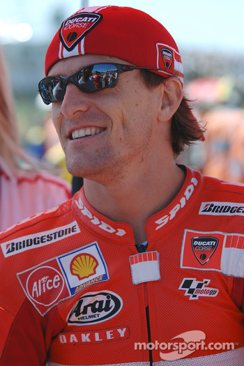 Sete Gibernau on the starting grid