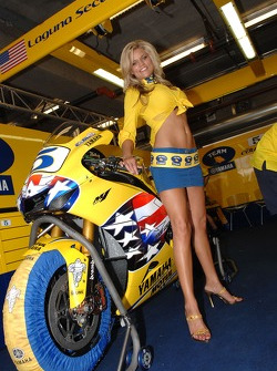 A lovely Camel Yamaha girl