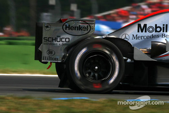 Pedro de la Rosa returns to the pits with a flat tyre after an incident with Ralf Schumacher