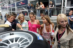 Cathrin Schoenebeck with Formula Unas girls in front of the Red Bull Energy Station