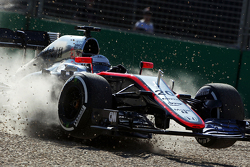 Kevin Magnussen, McLaren MP4-30 crashes